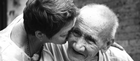 Los abuelos son personas importantes en nuestras vidas, por eso debemos cuidarlos.