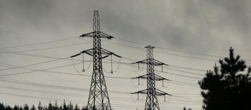 Electricity transmission lines; (Image credit: Paul Moss/Wikimedia Commons)