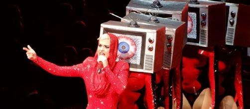 Katy Perry in her concert [Image Credit: slgckgc/Wikimedia]