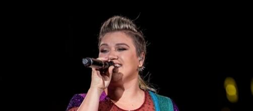 Kelly Clarkson didn't contemplate suicide because she was thin... (via Flickr - Ralph Arvesen)