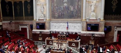 L'Assemblée vote la hausse de la CSG et la suppression des ... - rtl.fr