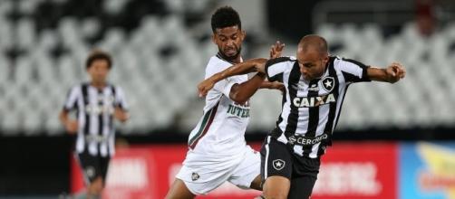 Presidente do Corinthians afirma interesse em contratar jogador de clube carioca