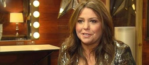Rachael Ray celebrates her 2,000th episode of her cooking show [Image: Inside Edition/YouTube screenshot]