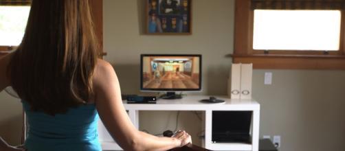 Un'immagine commerciale di Kinect for Windows in azione sul PC