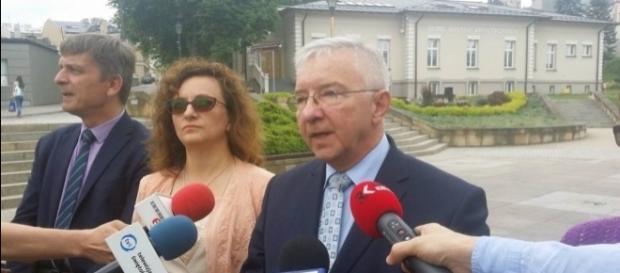 Andrzej Pruś (doradca), Agata Wojtyszek (wojewoda), Krzysztof Lipeic (poseł) (fot. Echo Dnia)