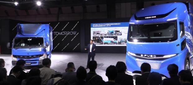 Daimler's E-Fuso Vision One e-truck (Right) at the Tokyo Motor Show this Tuesday. [Image Credit: TruckWorld TV/YouTube screencap]