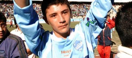 Persona mas joven que debutó en el fútbol profesional