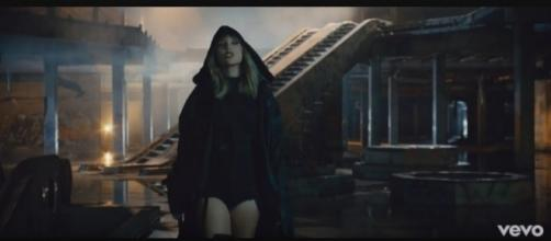A scene from Taylor Swift's new music video. [Image Credit: TaylorSwiftVEVO/YouTube screencap]