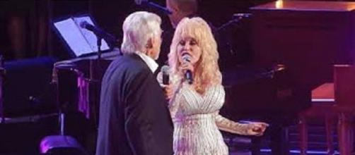 Dolly Parton shares memories, laughs, and songs through decades with dear friend, Kenny Rogers. Screencap wegotit/YouTube