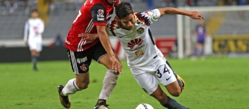 Lainez disputando un encuentro contra el Atlas de Guadalajara