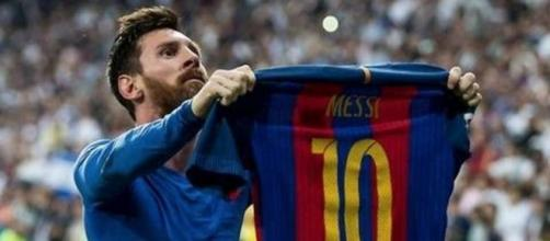 Messi tiene dos encuentros inesperados con fanáticos durante un partido - givemesport.com