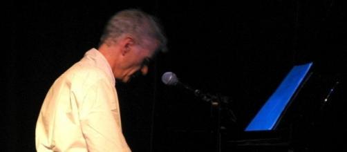 Peter Hammill al pianoforte in concerto