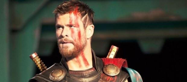 Chris Hemsworth em cena do novo filme do deus asgardiano