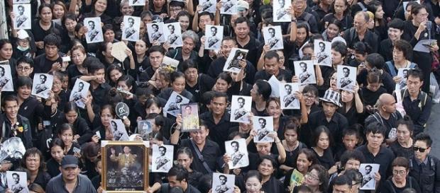König Bhumibol: Thailand nimmt Abschied vom König | ZEIT ONLINE - zeit.de
