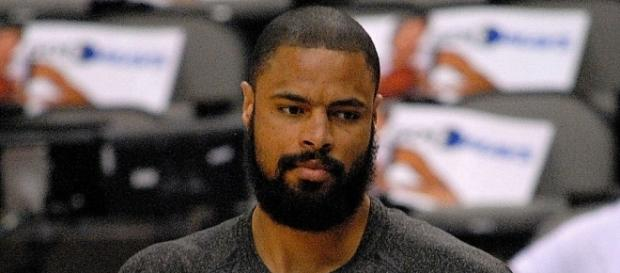 Tyson Chandler is averaging 7.6 points and 10.0 rebounds per game this season (Image Credit: scott mecum/WikiCommons)