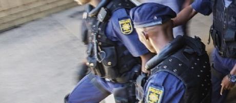 A polícia está agora investigando o apedrejamento de um homem