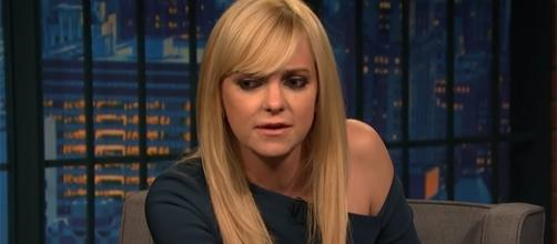 """Actress Anna Faris has just released her memoir, """"Unqualified."""" (Late Night with Seth Meyers/YouTube)"""