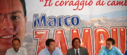 Marco Zambuto, al microfono, in una iniziativa elettorale (fonte elio di bella)