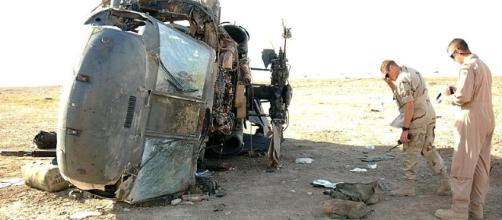 Military safety officials inspect the wreckage of a past helicopter crash in Iraq[image credit;Airman 1st class Jeff Andrejcik/Wikimedia Commons]