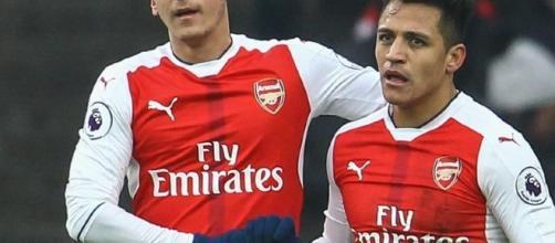 Ozil et Sanchez, en fin de contrait en juin 2018, plus que jamais vers la sortie.