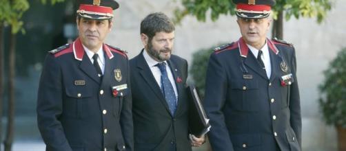 Referéndum Cataluña 1-O: Puigdemont cesa al último moderado, pero ... - elconfidencial.com