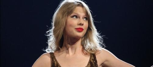 Taylor Swift just dropped her second music video from Reputation and it's full of hidden messages. [Image by Eva Rinaldi/Wikimedia Commons]