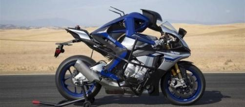 Yamaha MOTOROiD 03, l'intelligenza artificiale. E il pilota ... - moto.it