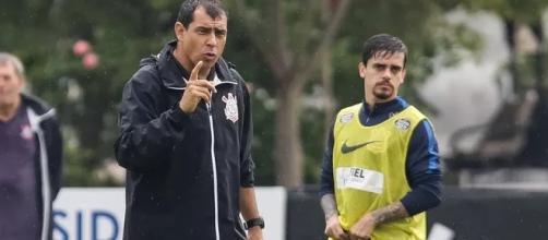 Fábio Carille e Fagner no treino desta sexta-feira (Foto: Rodrigo Gazzanel/Ag. Corinthians)
