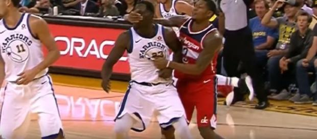 Bradley Beal smacked Draymond green in the face from behind. Image Credit: NBALife/YouTube
