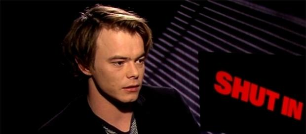 "Charlie Heaton did not make it to the ""Stranger Things 2"" premiere party. (Image via Entertainment Tonight/YouTube screencap)"