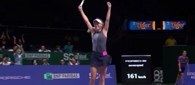 Wozniacki celebrating her win over Ka. Pliskova in Singapore semis/ Photo: screenshot via WTA official channel on YouTube