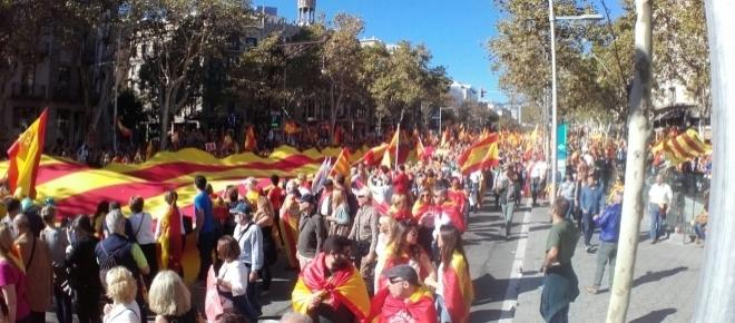 Balloons and Spanish flags: Thousands rally against Catalan independence