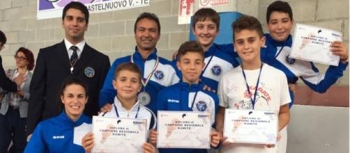 Accademia Karate Roseto festeggia con medaglie e diplomi