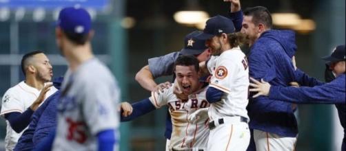 Alex Bregman fue el héroe dentro de muchos para Houston en el juego 5. Houston Chronicle.com.