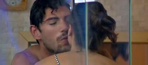 Gf Vip, sauna a due per Ignazio e Cecilia: scattano i baci - today.it
