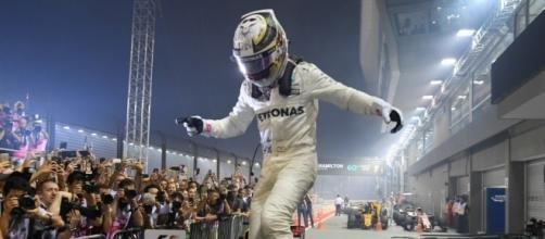 GP de Singapour: Hamilton s'envole sous la pluie, Vettel perd très ... - bfmtv.com