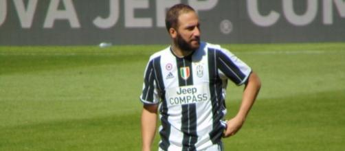 Juventus forwader, Gonzalo Higuain during a past match against Crotone. (Image Credit: Leandro Cruti/Flickr)