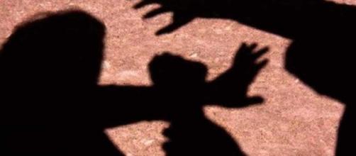 Mulher é estuprada na Índia em plena luz do dia