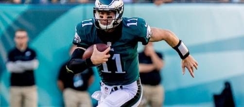 Philadelphia Eagles quarterback leading the offense [Image via Birds24/7/Youtube]