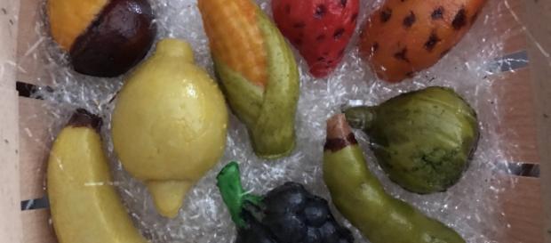 """Foto del tipico dolcetto siciliano per la festa dei morti, la """"frutta martorana"""""""