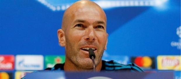 Zidane sous le charme d'un Lyonnais - Football - Sports.fr - sports.fr