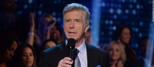 'Dancing with the Stars' host Tom Bergeron dedicates Monday night's show to the Las Vegas shooting victims. (Image Credit: NewsTotal/YouTube)