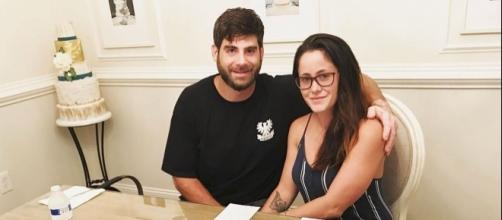 David Eason and Jenelle Evans prepare for their wedding with a cake tasting. [Photo via Instagram]