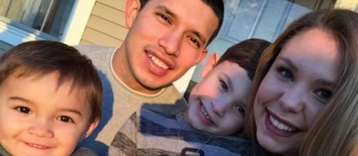 Kailyn Lowry and Javi Marroquin pose with her sons. [Photo via Kailyn Lowry Instagram]