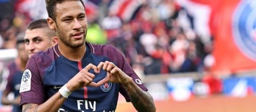 Neymar, el fichaje más caro en la historia del futbol.