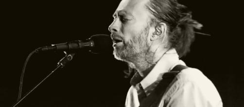 Thom Yorke performing as part of Radiohead [image: anyonlinyr via Flickr]