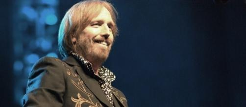 Tom Petty performing in 2010. The rock icon passed away on Monday night at age 66. / 'Wikimedia Commons'