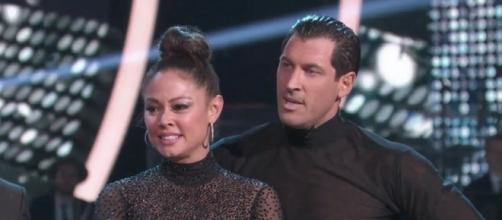 Vanessa Lachey and Maksim Chmerkovskiy of 'DWTS' - [Image via YouTube screenshot]