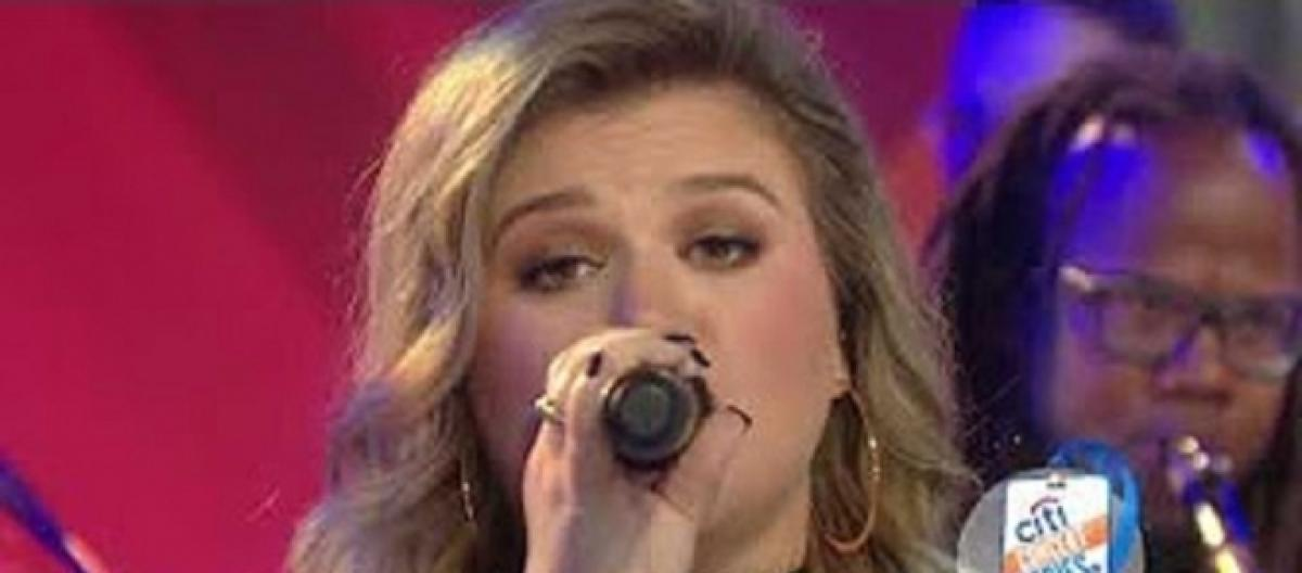 Kelly Clarkson delivers early Christmas joy and soulful surge on \'Today\'