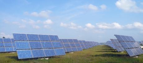 Solarfeld Erlasee bei Arnstein [Image via Rainer Lippert/Wikicommons]